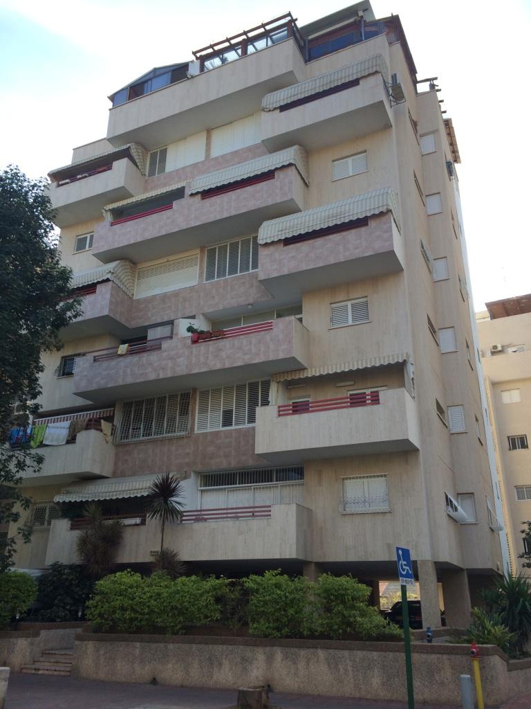 בניין בן 8 קומות ברח' המלך יוסף ברמת גן